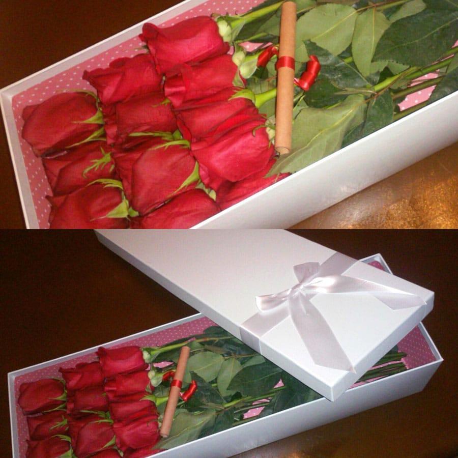 Букет из 15 роз в прямоугольной коробке