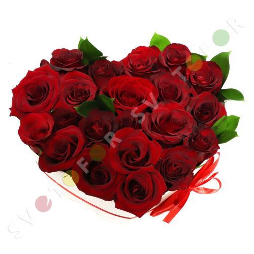 Букет из 21 красной розы в форме сердца